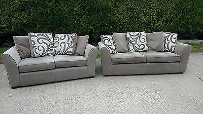 Modern Styled 2 Piece Sofa Suite In Light Grey Chenille Finish, Rear Cushions