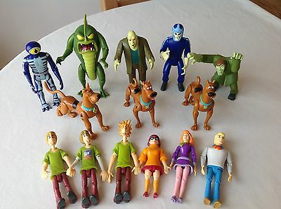** Scooby Doo And The Gang + Monsters ~ 14 Figures **