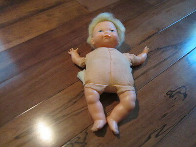 vintage 1960's tiny newborn thumbelina in good shape and works too
