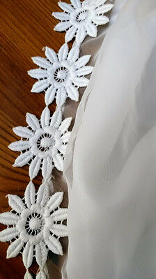 BEAUTIFUL 1970's CLASSIC WEDDING DRESS ...EMBROIDERED DAISYS .SIZE 10
