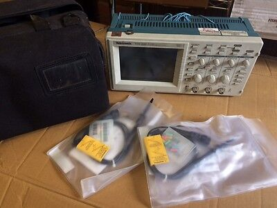Tektronix 100MHz TDS220 Digital Oscilloscope. 2-Channel with Probes & carry case