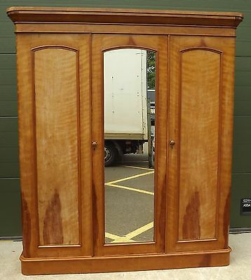 Antique Victorian Triple Compactum Wardrobe With Lovely Maple Veneers