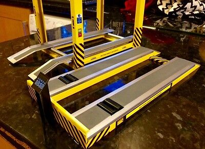 1/18 Scale 4 post garage ramp And 1/18 Scale Rolling Road