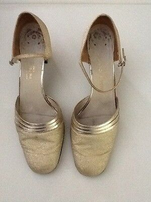 1960's Gold Metallic Vintage Shoes By Charles Jourdan Of Paris 8.5 - Size