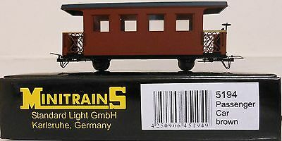 Minitrains 5194 - Passenger Car Brown Unlettered. (009/HOe Narrow Gauge)