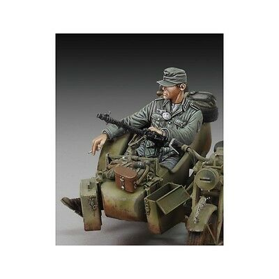 ROYAL MODEL GERMAN INFANTRY CIGARETTE TIME WWII Scala 1:35 Cod.RM676