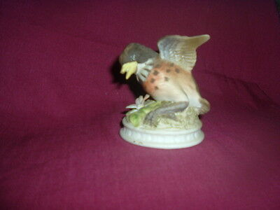 LEFTON CHINA  ROBIN KW1637 , Young w OPEN WINGS, JAPAN--HAND PAINTED- SIGNED