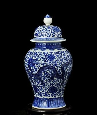 chinese ancient Blue and white porcelain sculpture dragon hat-covered jar