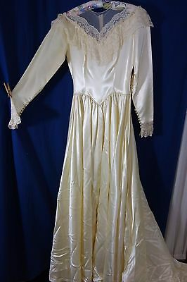 1940's Wedding Gown-Small- Cream Satin w/Lace & Net- Long Train- BEAUTIFUL- SALE
