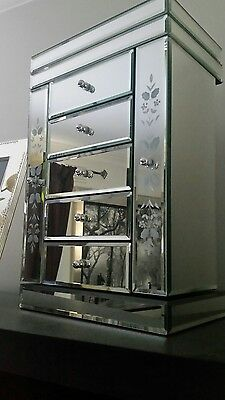 Jewellery organiser, Mirrored, excellent condition, org $ 250, heirloom design