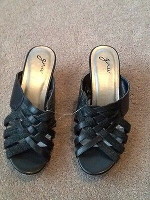 New Without Tags Black Wedge Sandals Size 8 Medium