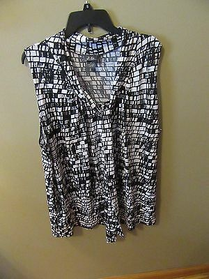 Woman's Plus Size  3X  Dots Black & White Sleeveless V Neck With Tie Blouse