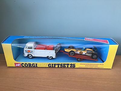 Vintage Corgi Toys Gift Set 25 Volkswagen Breakdown Truck Trailer & Racing Car