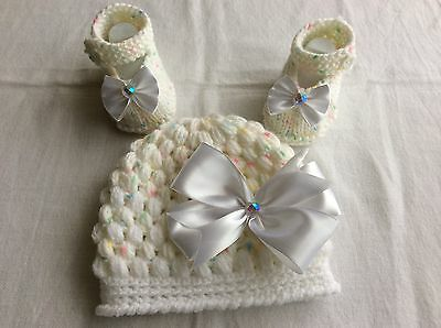 Hand knitted / baby girl booties/crochet hat 0-3 months