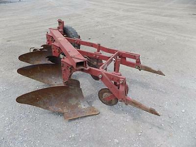 International 311 3 Bottom Plow For Tractors, Fast Hitch, Nice Original!  #63002