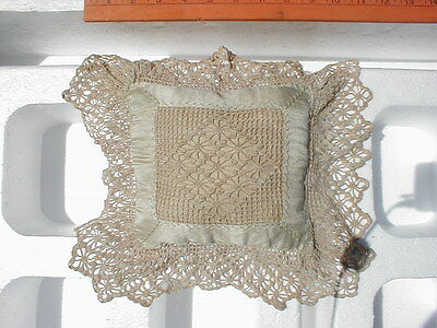 VINTAGE 1920'S LACE BOUDOIR LACEY PILLOW -  SMALL SQUARE SHAPE (d)