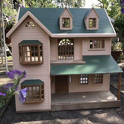 SYLVANIAN FAMILIES DELUXE House On The Hill - £49.99 ...