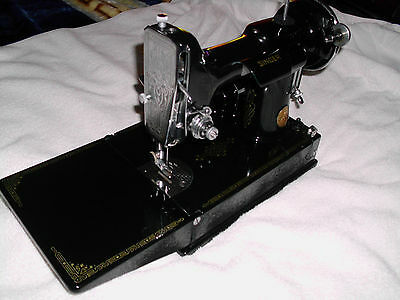 1935 VTG Singer Featherweight Sewing Machine No.221, With Case and Extras!!