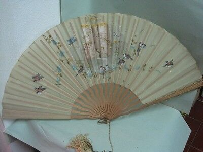 Antique Fan in wood and Silk hand painted with birds