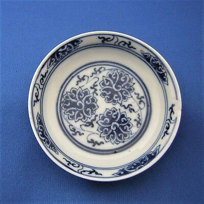 ANTIQUE  CHINESE  PORCELAIN BLUE & WHITE DISH . Six Character Mark.