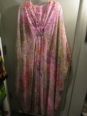 LUCIE ANN 1970s vintage Batwing gown Beautiful Colors