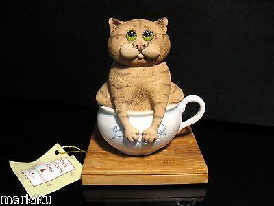 Comic & Curious Cats Linda Jane Smith Border fine arts A Tight Squeeze Figurine