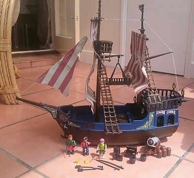 playmobil pirate ship 5135 plus lots of accessories with. Black Bedroom Furniture Sets. Home Design Ideas