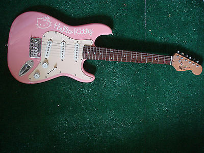 hello kitty fender squier pink 3 4 mini electric guitar cad picclick ca. Black Bedroom Furniture Sets. Home Design Ideas