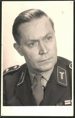 Fotografie DDR-NVA, Portrait Offizier der Volksarmee in Uniform
