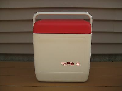 Vintage 1979  Red/white Gott Tote 18 Cooler With Tray *nice*