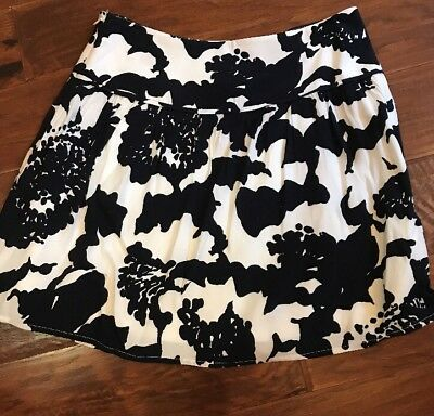 NWT Ann Taylor LOFT Black and White Floral print  size: 4 Lined Skirt