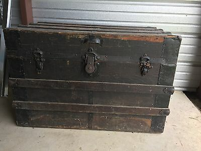antique trunk/American/brown