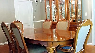 Thomasville 10 Piece Dining Room Set, Table w/2 Leaves, 8 Chairs & Cabinet/Hutch