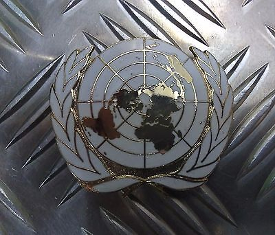Genuine British Military Issue United Nations UN Metal Cap Pin Badge - NEW