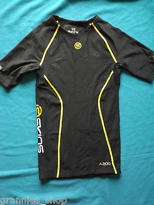 Skins Compression A200 Short Sleeve Shirt Size XS  Probably suit kids size 10-12