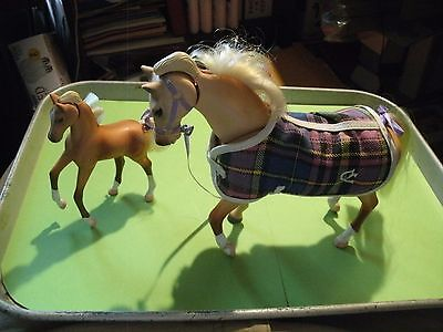 3#J  Grand Champions Feed n Nuzzle Model Horse Palomino + Colt 1997 Empire