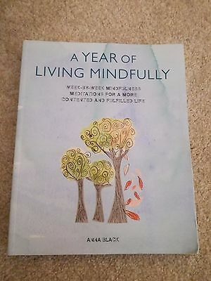 A Year of Living Mindfully: Week-by-Week Mindfulness Meditations for a More...