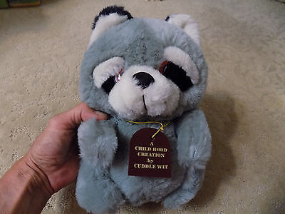 Vintage ADORABLE Cuddle wit Toy plush raccoon w/ big striped tail & tag      13b