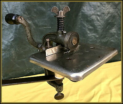 Old Ideal Number 129 ~Integral Clamp~ Hand Crank Strip Cutting / Pinking Machine