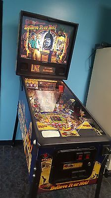 Ripley's Believe it or Not Pinball Machine - Plays 100%