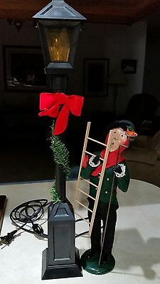 Byers Choice Caroler- Street Lamp and LampLighter Set