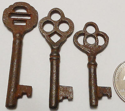 Antique Vintage REPRODUCTION Old Skeleton Keys SteamPunk Jewelry {Lot of 3}- ><>