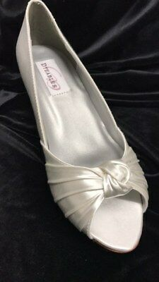 Dyables Becky white satin shoes 1.5 inch heel size 6
