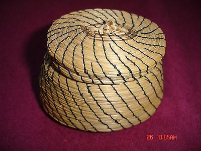 """Vintage Miniature Basket with lid ~ Native American ~ 3.5"""" x 2.5"""" ~ Mint!"""