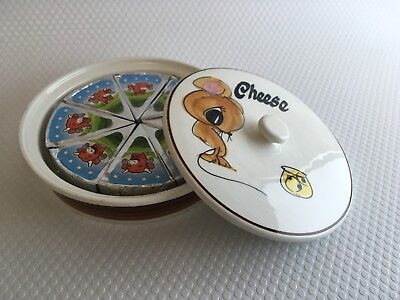Toni Raymond round lidded Cheese & mouse dish for triangle cheeses.