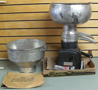 Vintage MONTGOMERY WARD Bench Model CREAM SEPARATOR 74HM-S3M-A with Manual