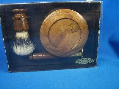 Barber Shop Old Fashion Luxury. Shave Kit NOS Excellent Condition Brush Razor