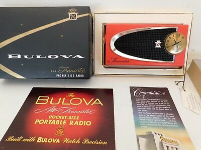 VINTAGE OLD 1950s BULOVA AMERICAN MADE GREAT COLOR TRANSISTOR RADIO  + NO CRACKS
