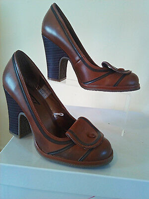 Vintage Escape tan and black heels, late 90s
