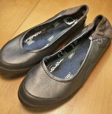 Cushe Re:vive Leather Womens Slip-on shoes size 6 Flats Champagne